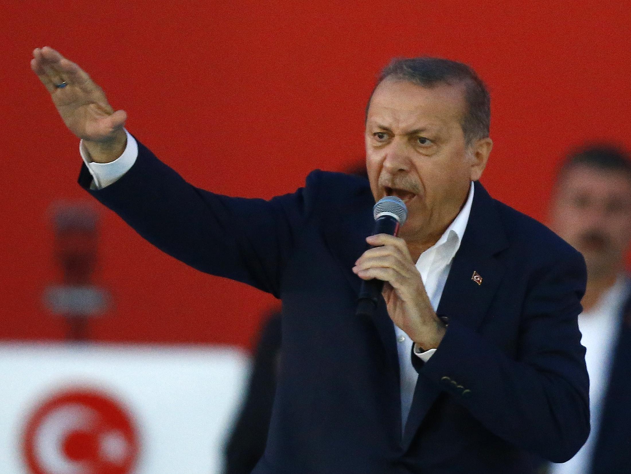 25f4b63105d Erdogan hájí čistky a pohrozil bankám kvůli vysokým úrokům