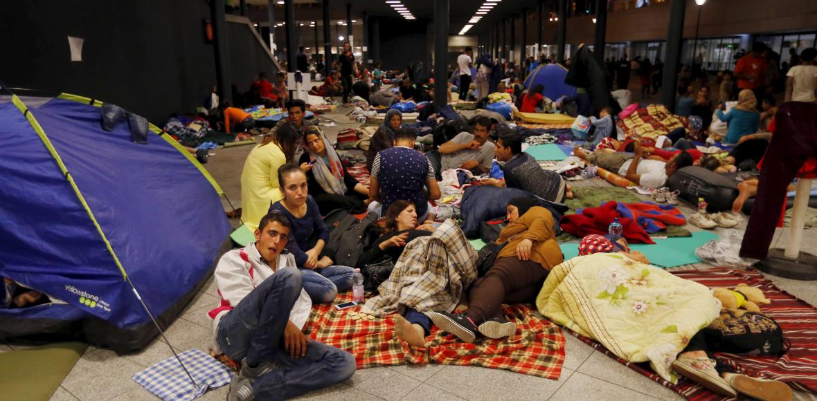 Honba za jízdenkami v Budapešti: Rakušané stavěli vlaky přeplněné uprchlíky