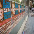 Plakáty vyzývající k protestu za Alberta Nismana