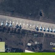 Ruské letouny Suchoj a Mig u hranic s Ukrajinou