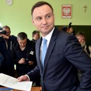 Andrzej Duda ve volební místnosti