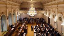 Kancléř sněmovny Morávek bral protiprávně odměny z dozorčích rad