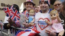 Spojené království slaví. Vévodkyně Kate porodila syna