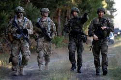 Vojáci NATO na cvičení v Polsku