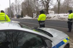 Policisté hlídkují u hraničního přechodu nedaleko Aše