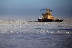 Ruský ledoborec v Severním ledovém oceánu