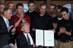 Americký prezident Donald Trump s novým dekretem