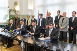 Zástupci ČSSD, Pro jižní Čechy, KDU-ČSL a Jihočeši 2012 podepsali koaliční dohodu
