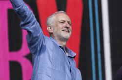 Jeremy Corbyn na hudebním festivalu Glastonbury