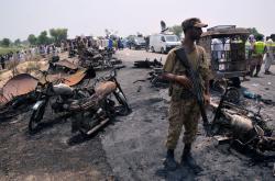 Požár cisterny v Pákistánu