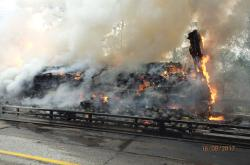 Na dálnici D1 shořel kamion převážející melouny