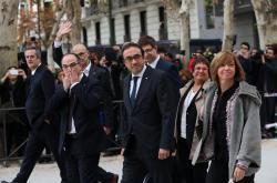 Sesazení členové katalánské vlády dorazili k soudu