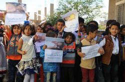 Děti v Jemenu demonstrují za ukončení války