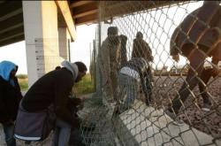 Drama v Calais pohledem kamery ČT