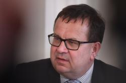 Děti Země vyhlásily za Ropáka roku ministra průmyslu Jana Mládka