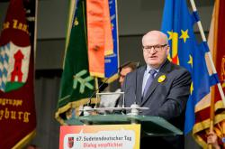Ministr kultury Daniel Herman hovoří na 67. sjezdu sudetský Němců