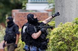 Francouzská speciální jednotka zasahuje v kostelu Saint-Étienne du Rouvray