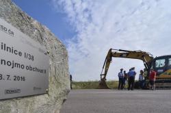 Základní kámen stavby druhé etapy obchvatu Znojma