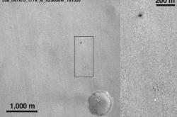 ESA zveřejnila snímek povrchu Marsu s kráterem po dopadu modulu Schiaparelli