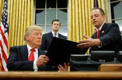 Trump podepsal exekutivní příkaz proti zdravotnímu programu Obamy