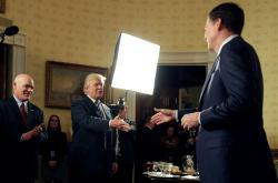 Trump se setkal s Comeym dva dny po inauguraci