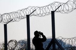 Stráž u plotu na srbsko-maďarské hranici