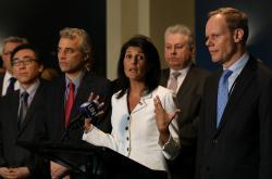 Velvyslankyně USA pro OSN Nicki Haleyová hovoří o důvodech neúčasti