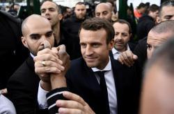 Emmanuel Macron na mítinku v Sarcelles