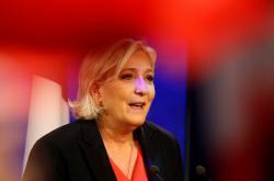 Marine Le Penová uznává porážku ve volbách