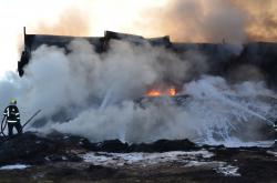 Požár haly u Ostředku na Benešovsku