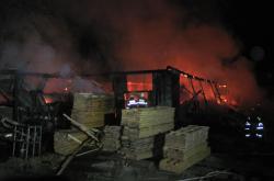 Požár pily ve Velkých Karlovicích