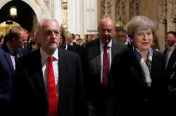 Jeremy Corbyn a Theresa Mayová