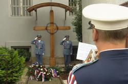 Pietní akt v areálu vazební věznice na Pankráci