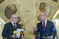 Ministr kultury Daniel Herman a premiér Bohuslav Sobotka v Klementinu