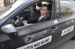 Ivan Bartoš a Jakub Michálek přijeli do Lán na schůzku s prezidentem