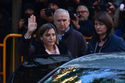 Bývalá předsedkyně katalánského parlamentu Carme Forcadellová přijíždí k soudu