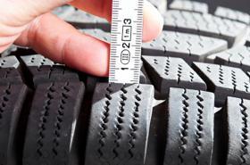Měření hloubky dezénu pneumatiky