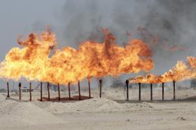 Ropné pole v Basře jihovýchodně od Bagdádu