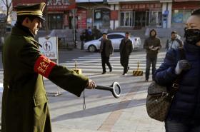 Kontroly na ulicích v provincii Sin-ťiang