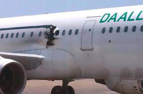 Letadlo společnosti Daallo dokázalo přistát i s dírou v trupu