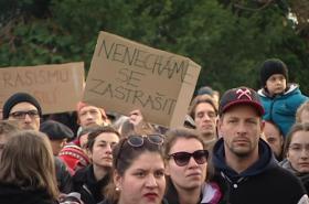 Lidé se sešli na podporu centra Klinika