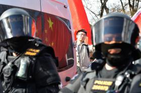 Protestní akce proti nekritickému sbližování ČR a Číny se konala 29. března na pražské Kampě v době návštěvy čínského prezidenta Si Ťin-pchinga v Česku