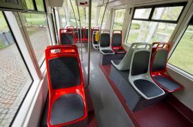 Tramvaj 14T s příčně uspořádanými sedadly