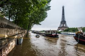 Hladina Seiny v Paříži začala po týdnu klesat