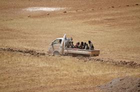 Vojáci na předměstí Manbidže