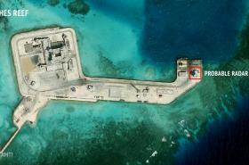 Satelitní snímky jedné z ostrovních základen Číny