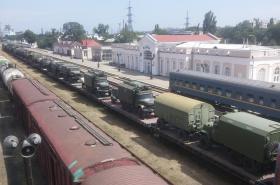 Pohyb ruských vojenských vozidel poblíž města Kerč