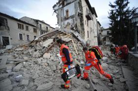 Záchranné práce v městečku Arquata del Tronto