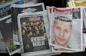 Titulní strany francouzských listů po atentátech v Paříži v listopadu 2015