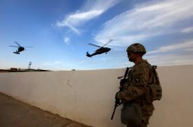Americký voják na základně u Mosulu